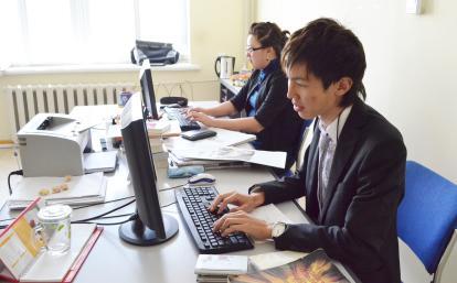 モンゴルでジャーナリズム経験を積む日本人インターン